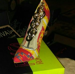 Colorful print chain design heel